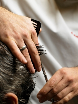 שיער: אומן של מספריים