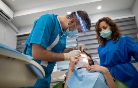 השפעת השתלת שיניים על נראות הפנים