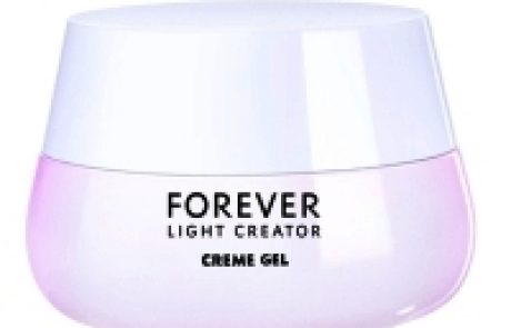 Yves Saint Laurent: ג'ל קרם המסייע בתיקון מראה גוון העור