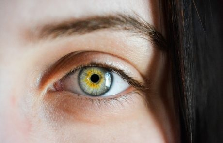 רואה לך בעיניים…